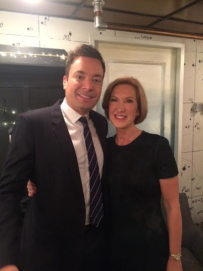 Carly Fiorina en compagnie de Jimmy Fallon, humoriste et animateur du Tonight Show (photo publiée sur son compte Twitter par la candidate républicaine)