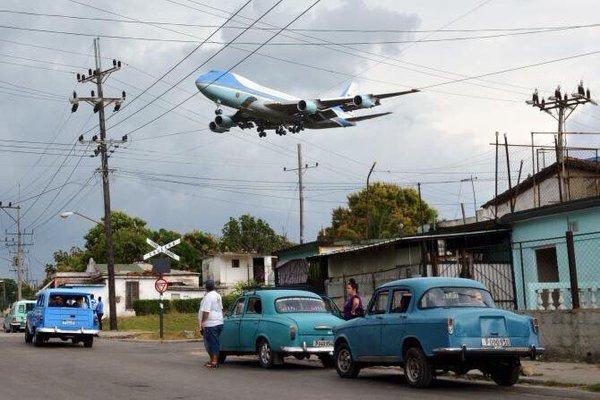 Air Force One s'apprête à atterrir à La Havane (Reuters/Alberto Reyes)