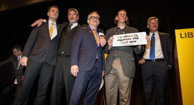 Les cinq candidats à l'investiture du Parti Libertarien. De gauche à droite: Austin Petersen, John McAfee, Marc Allan Feldman, Darryl Perry et Gary Johnson.