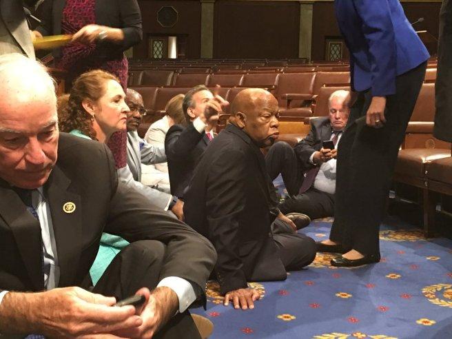 Sit-in des députés démocrates à la Chambre des Représentants