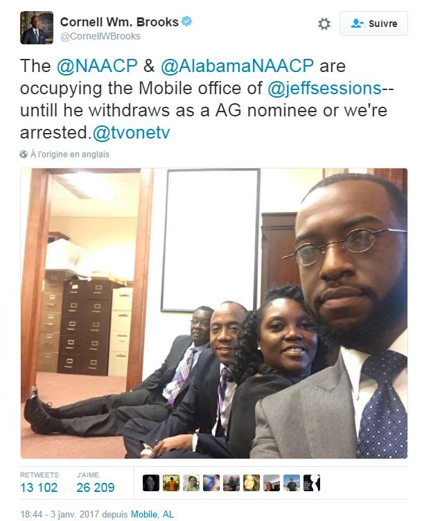 Traduction: La NAACP et la NAACP d'Alabama occupent le bureau de Jeff Sessions à Mobile - jusqu'à ce qu'il renonce au poste d'Attorney General à moins que nous ne soyons arrêtés.