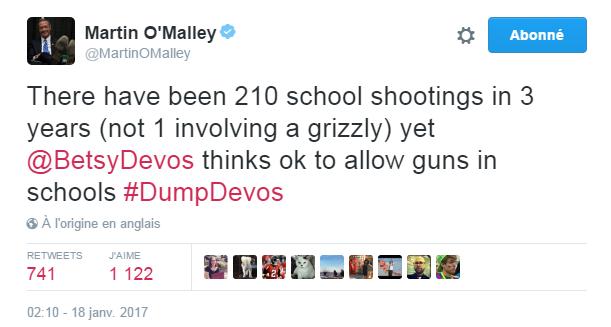 Traduction: Il y a eu 210 fusillades dans des écoles en 3 ans (pas une seule impliquant un grizzly) et pourtant, Betsy DeVos pense qu'il est ok d'autoriser les armes dans les écoles.