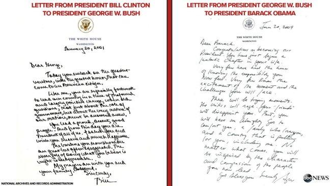 À gauche, la lettre de Bill Clinton à George W. Bush (2001). À droite, la lettre de George W. Bush à Barack Obama (2009).